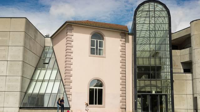 Museum - Musée départementale d'art ancien et contemporain