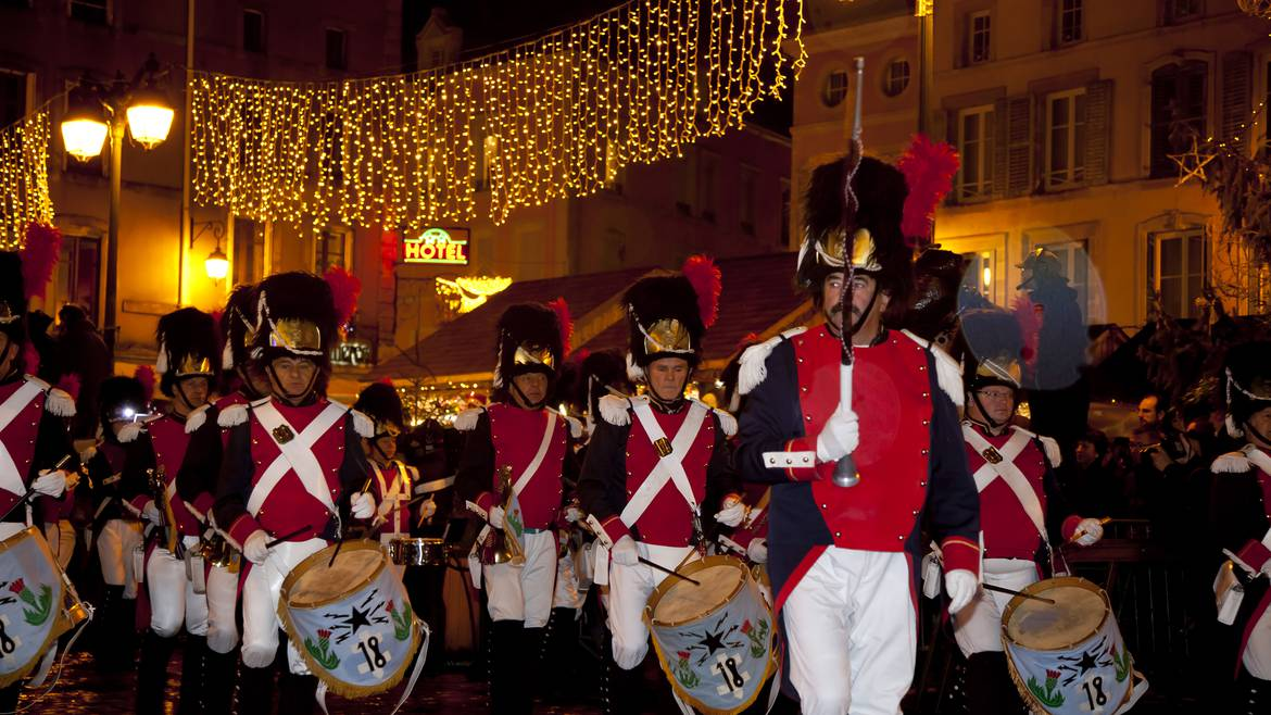 Step 4 : 6.00 p.m. – The Colourful Saint Nicolas Parade