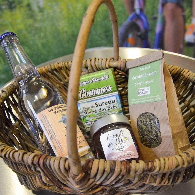 Basket filled with Vosges products - Christmas gifts - Vosges craft products - Epinal Tourist Office shop