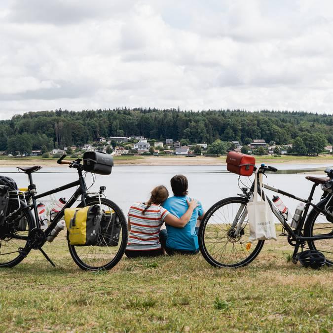 Mila and Denni - Un Monde à Vélo - Voie Bleue - Vélo - Cycle-route- Cycle path